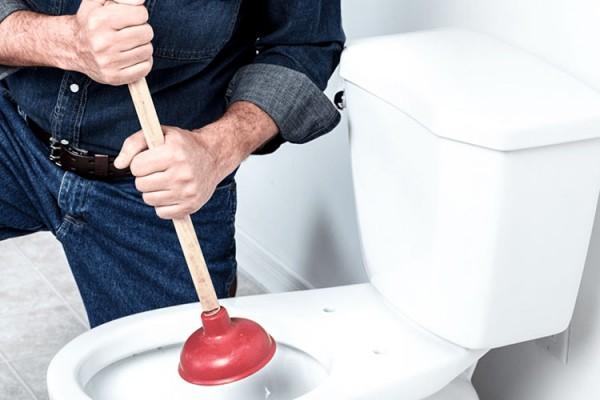 Ξεβούλωμα λεκάνης τουαλέτας: Ποιες είναι οι αιτίες που βουλώνουν οι σωληνώσεις;